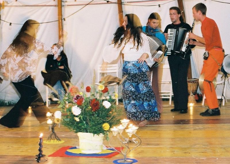 Tanzen im Rundzelt
