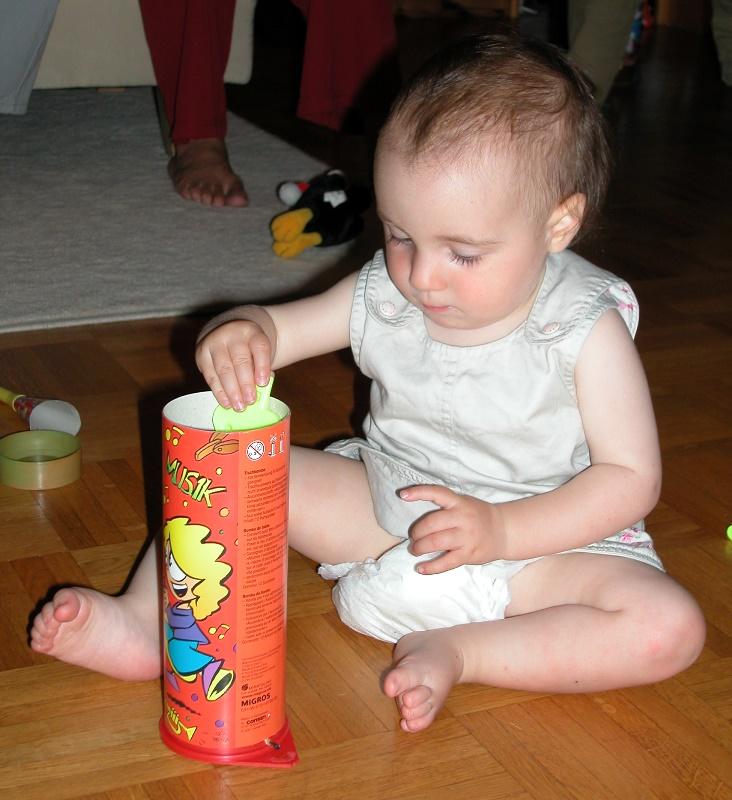 Meine Tochter hatte bereits Spass an ihrem 1. Geburtstag an einer Tischbombe.