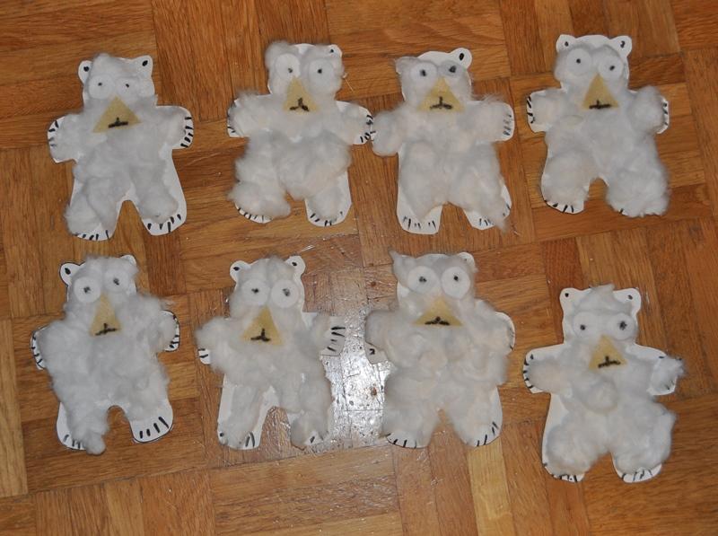Zum Eisbärenfest lud mein Sohn 8. Gäste ein, denn es war sein 8.Geburtstg. Er bastelte dazu diese Einladungen.