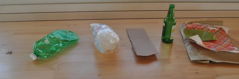 Von links nach rechts: Altmetall, Pet, Kunststoff, Altkarton, Altglas, Altpapier