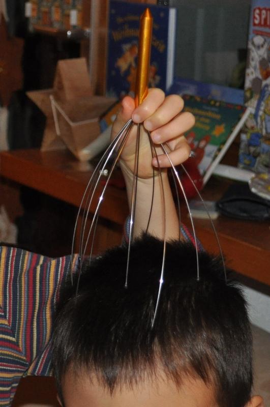 Es erstaunt mich immer wieder wie wunderschön diese Kopfmassage ist. Die Kinder und ich können kaum genug davon bekommen.
