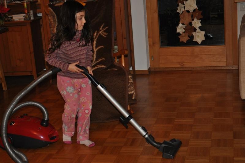 Spiegel putzen, Staub saugen und abstauben waren die selbstgewählten Aufgaben meiner Tochter.
