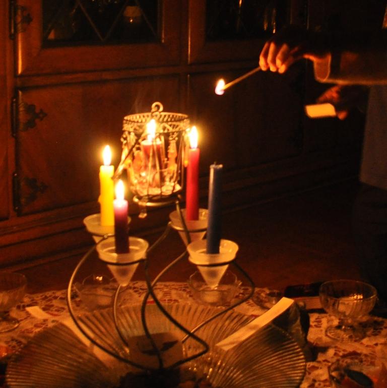 Die vierte Kerze wird für den Herbst entfacht.